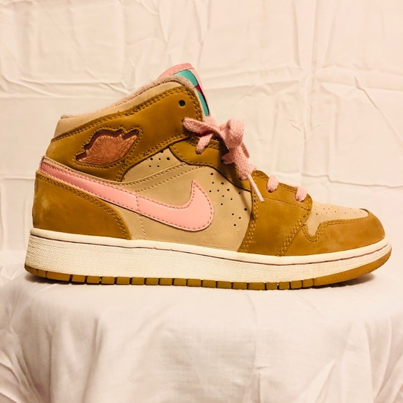 f60e3e45e25 Jordan Shoes | Air Hare Retro 1 Mid Lola Bunny | Poshmark